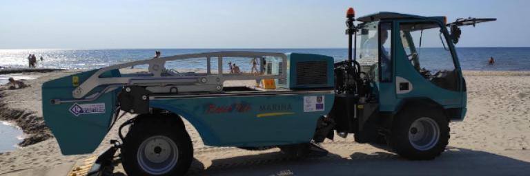 Deep cleaning machine on Palanga beach (Photo by Olga Anne)